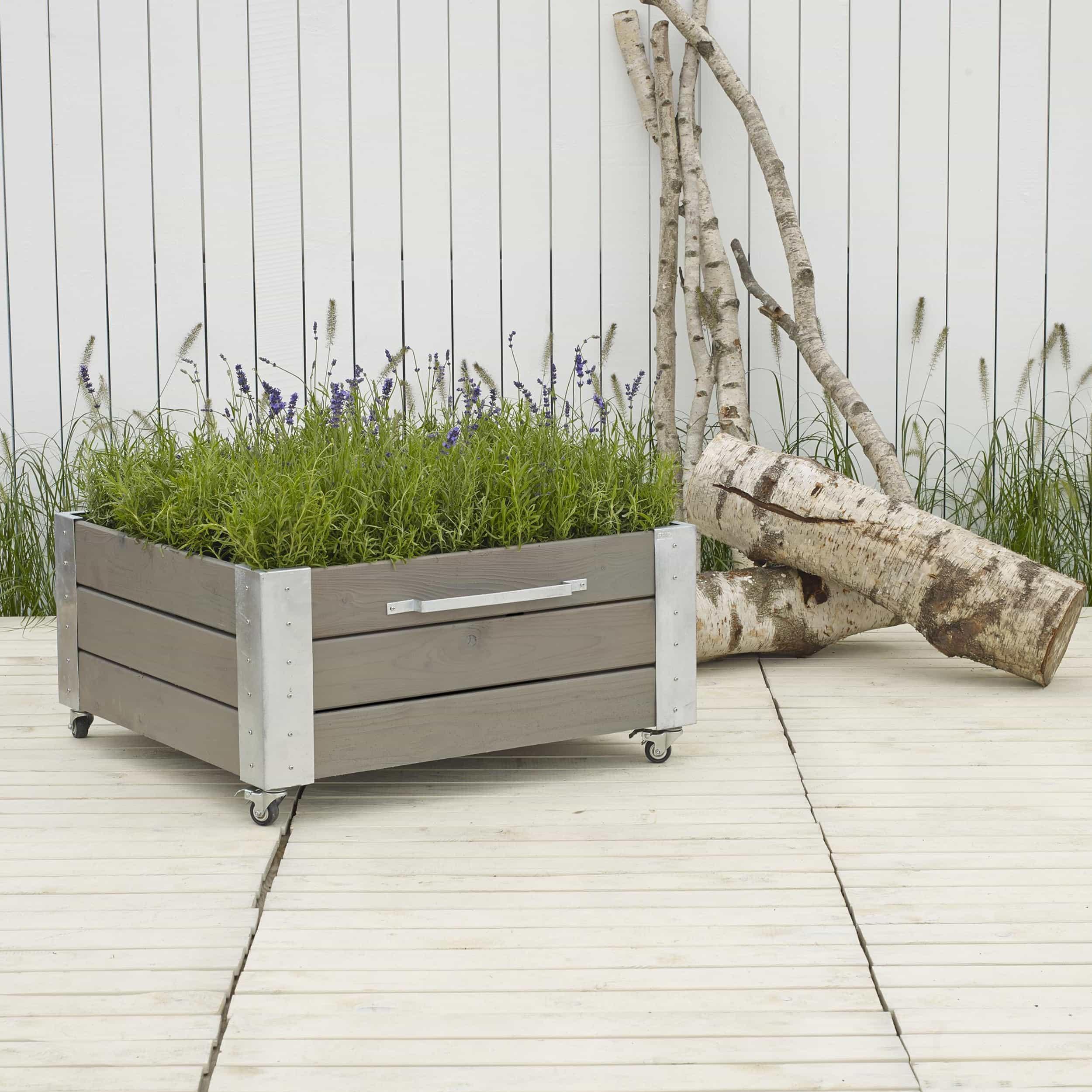 Quadratischer Blumenkasten mit Stahlecken und Rollen L91cm farbgrundiert graubraun
